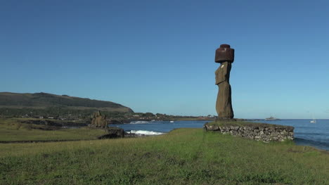 Easter-Island-Ahu-Ko-Te-Riku-moai-profile-and-two-boats-11a