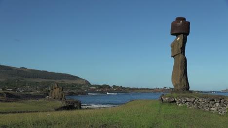 Easter-Island-Ahu-Ko-Te-Riku-moai-profile-and-Vai-Ure-11b