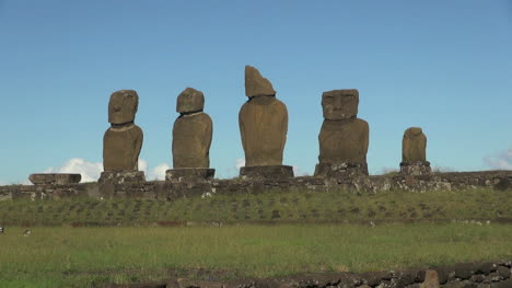 Rapa-Nui-Tahai-moai-in-morning-s15