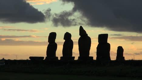 Easter-Island-Ahu-Vai-Ure-sunset-outlines-moai-group-6