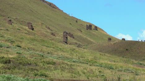Rapa-Nui-the-Quarry-zoom-out