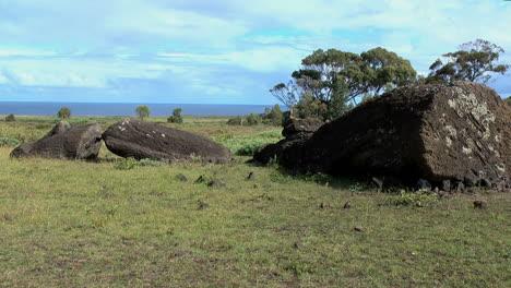 Rapa-Nui-Moai-broken-at-Quarry-p6