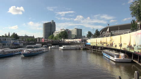 Netherlands-Amsterdam-sightseeing-boats-in-harbor