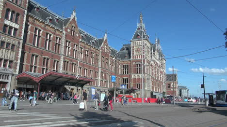 Netherlands-Amsterdam-crossing-toward-central-station