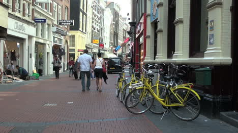 Netherlands-Amsterdam-people-and-yellow-bikes