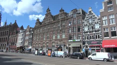 Holanda-Amsterdam-Casas-En-Una-Calle-Principal