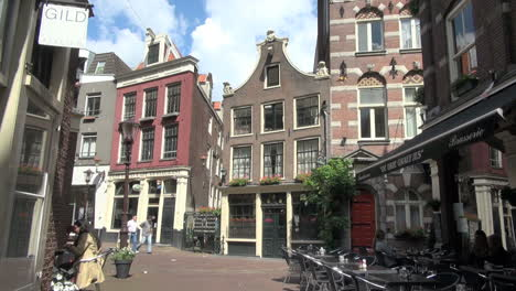 Amsterdam-houses-in-an-alley