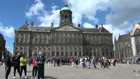 Netherlands-Amsterdam-crowd-on-dam-square-in-front-of-palace