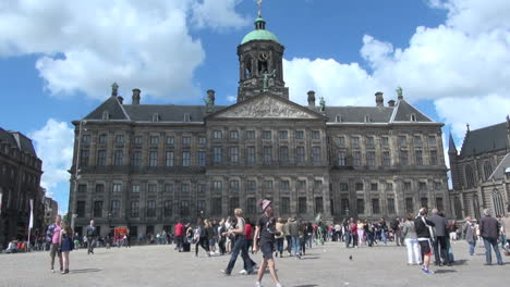 Netherlands-Amsterdam-palace-dam-square-crowd-mills