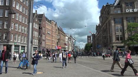 Calle-Principal-De-Amsterdam-Con-Gente