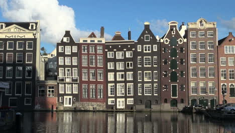 Amsterdam-row-of-houses-by-water