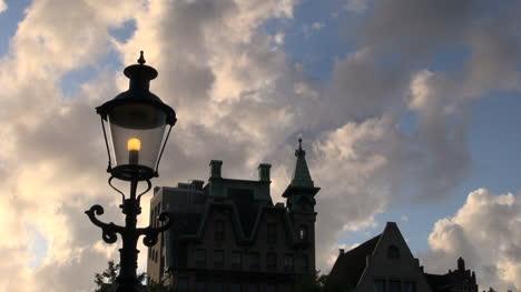 Amsterdam-Nube-Moviéndose-Por-Encima-De-Un-Zoom-De-Farola