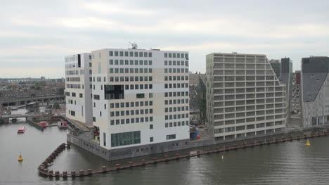Amsterdam-Pasando-Edificios-Blancos