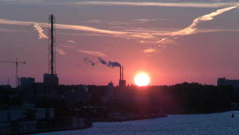 Amsterdam-dawn-sun-above-horizon