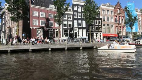 Agua-Del-Canal-De-Amsterdam-Desde-Un-Barco