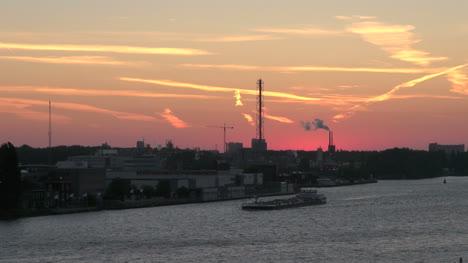 Clip-Largo-Amsterdam-Dawn-Con-Barco