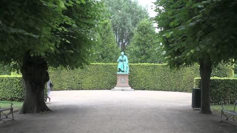 Copenhagen-HC-Anderson-statue-zoom-in-s