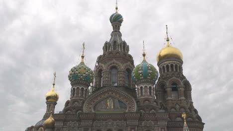 San-Petersburgo-Iglesia-De-Sangre-Derramada-Con-Nubes