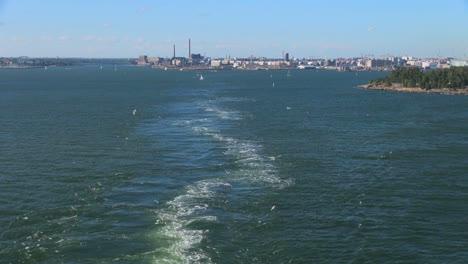 Finland-Helsinki-leaving-with-wake