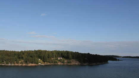 Stockholm-Archipelago-island-&-gulls