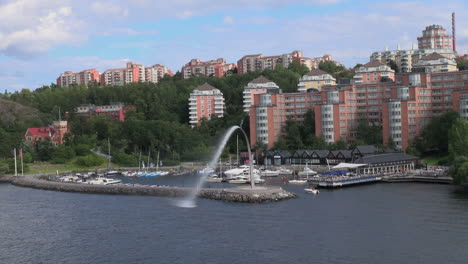 Sweden-Stockholm-apartments-&-fountain-3s