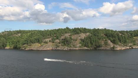 Sweden-Stockholm-Archipelago-speed-boat