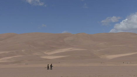 Colorado-Great-Sand-Dunes-with-tourists