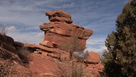 Colorado-Garden-of-the-Gods-balancing-rock