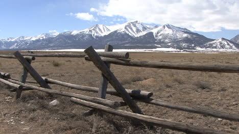Colorado-Sawatch-Range-with-fence