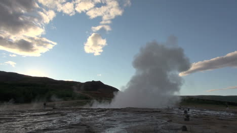 Iceland-Geysir-Strokkur-erupting-at-sunset