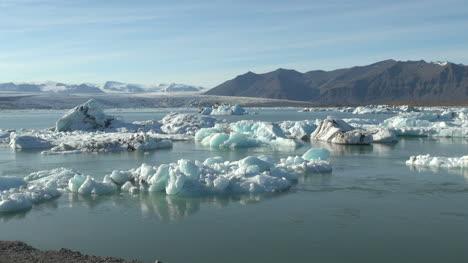 Iceland-Jokulsarlon-ice-floes-1