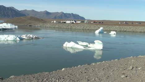 Iceland-Jokulsarlon-ice-floes-2