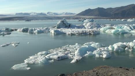 Iceland-Jokulsarlon-ice-floes-10