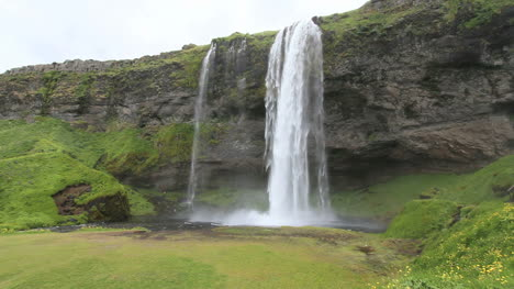 Iceland-Selijalandsfoss-waterfall