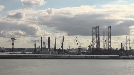 Netherlands-Rotterdam-cranes-and-tall-metal-rigs-timelapse-2