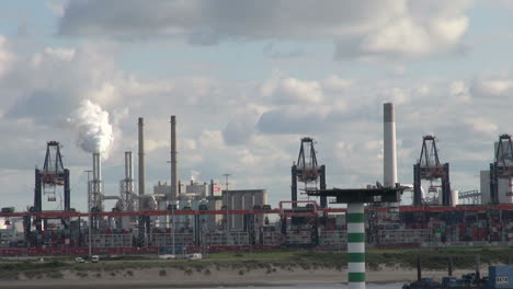Netherlands-Rotterdam-refinery-passing-smoking-stack-9