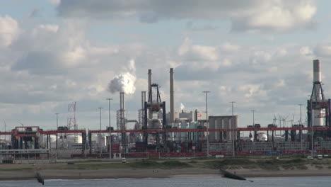 Países-Bajos-Refinería-Y-Parque-Eólico-De-Rotterdam-6