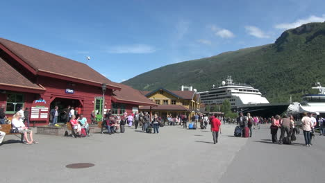 Norway-Flam-tourists-at-the-railroad-station