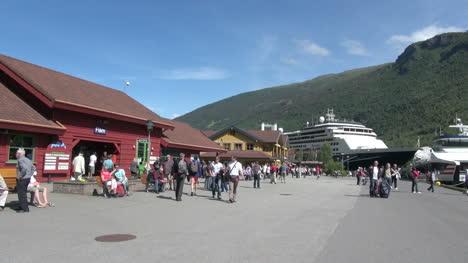 Norway-Flam-tourists-walk-toward-ship-3s