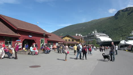 Norway-Flam-tourists-at-the-docks-6s