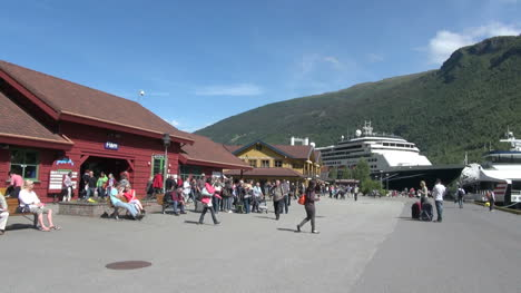 Norway-Flam-tourists-in-front-of-the-railroad-station-7s