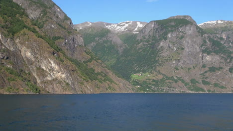 Norway-u-shaped-valley-above-Sognefjord-1s