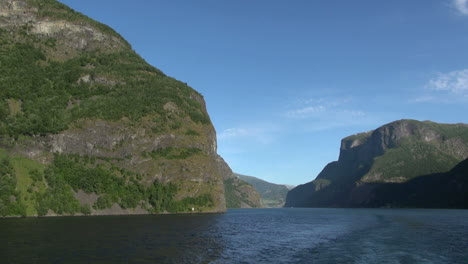 Norway-mountains-frame-Sognefjord-s1