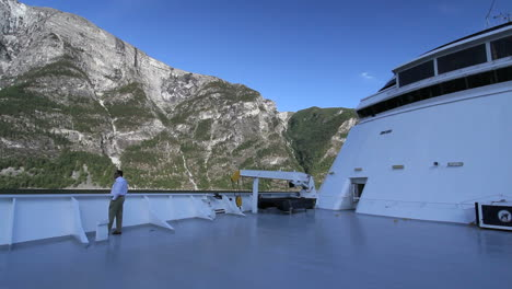 Norway-man-on-a-ship-in-Sognefjord-timelapse-c1
