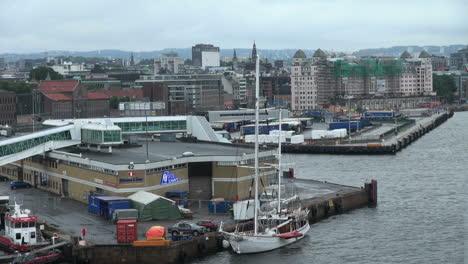 Oslo-approaching-city