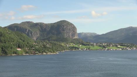 Norway-Hagsfjordens-view-s
