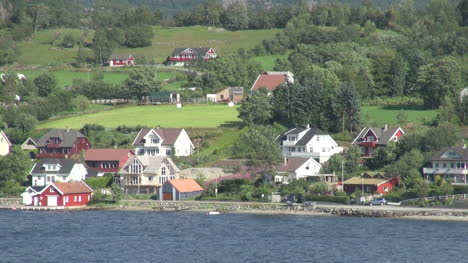 Norway-Hagsfjordens-houses-s