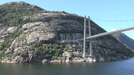 Noruega-Lysefjord-Bridge-Se-Asoma-S