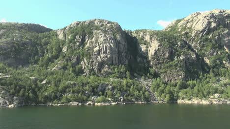 Noruega-Lysefjord-Fallas-En-Las-Rocas-S