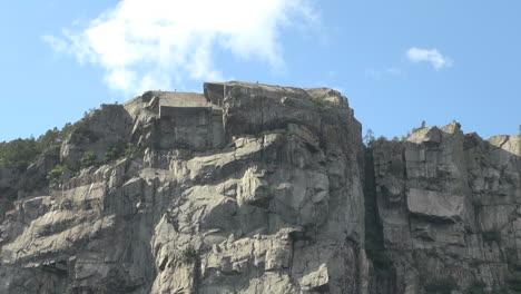 Norway-Lysefjord-flat-rock-s